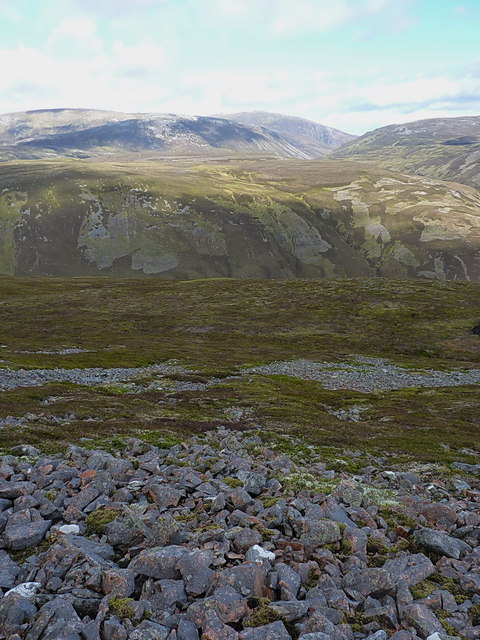 Down the northern side of Carn na Drochaide