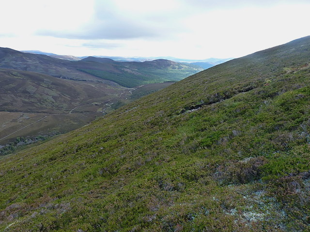 Across the northern slopes of Carn na Drochaide