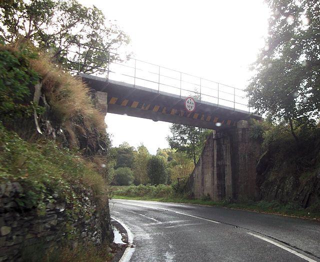 Railway bridge over A4085