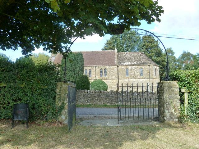 Oborne: New St Cuthbert's (gate)