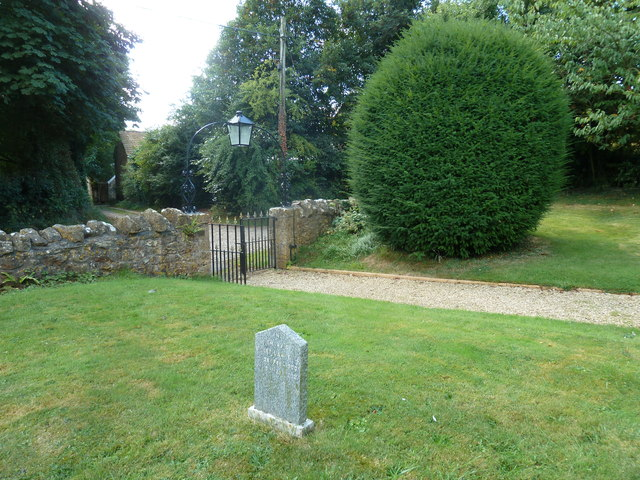 Oborne: New St Cuthbert's (churchyard 1)