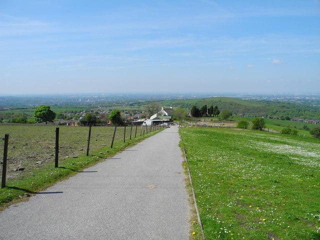 Approaching Ashtonhill Cross