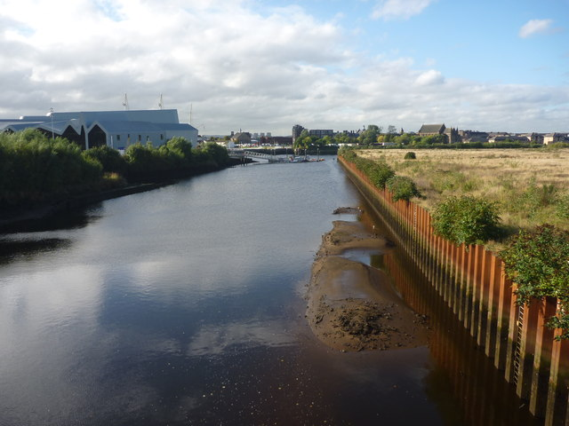 Glasgow Townscape : The Kelvin Downstream From Partick