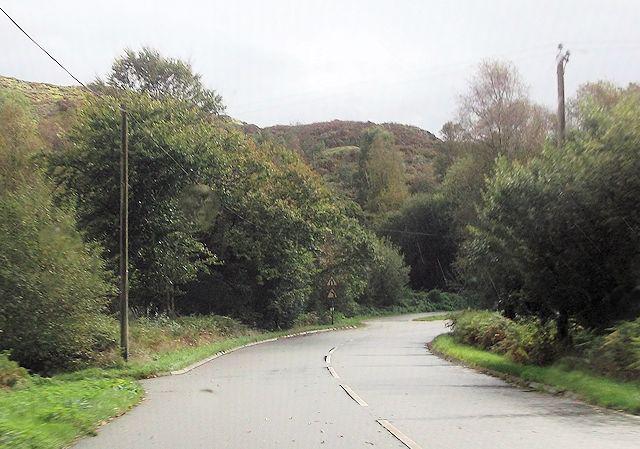 Approaching layby below Garregelldrem