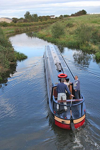 Narrowboat Making Way