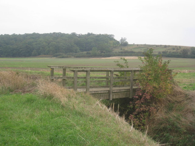 Footbridge on the path from Flixborough Grange
