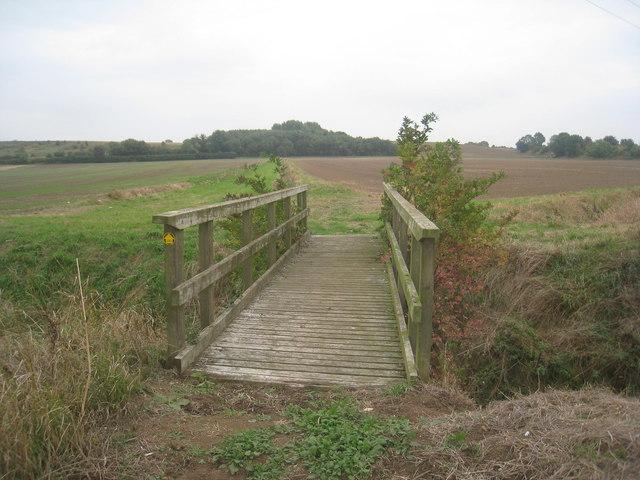 Footbridge on the path from Flixborough Grange (2)