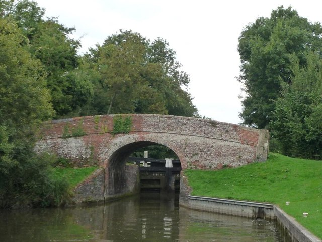 Brunsden lock bridge [79] and Brunsden lock [77]