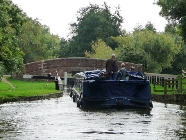 Who ate all the pies? 'Fat narrowboat' at Wire lock