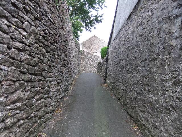 Passage between Stoneshot and Market Square