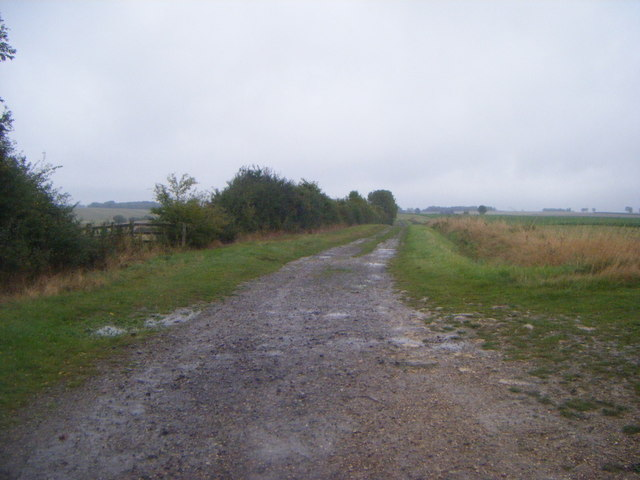 Farm track heading east off Bourne Road