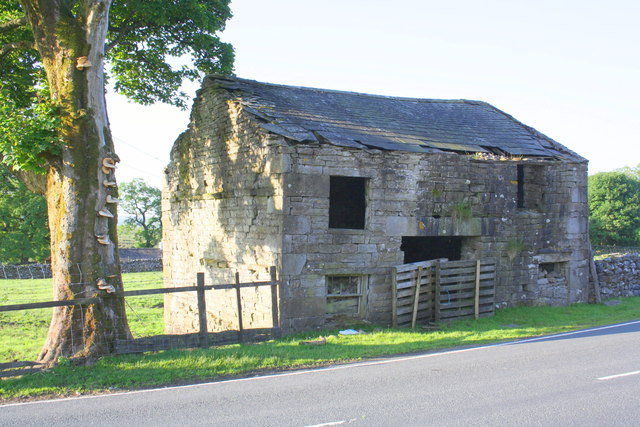 Barn beside Blea Moor Road at Far Gearstones