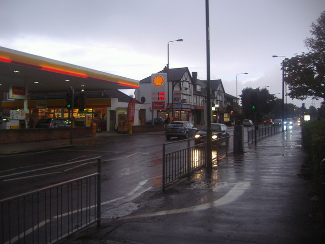 Shell garage and shops on Wrythe Lane