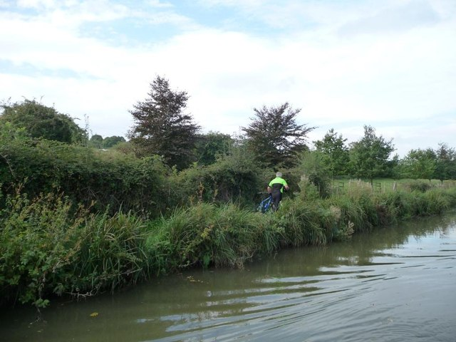 Cyclist on the Kennet & Avon canal towpath