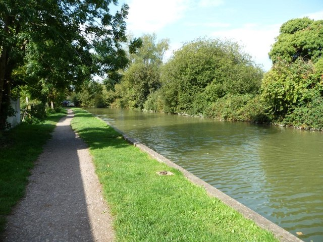 Kennet & Avon canal towpath at Hungerford
