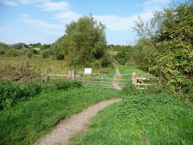 Public footpath to the River Dun