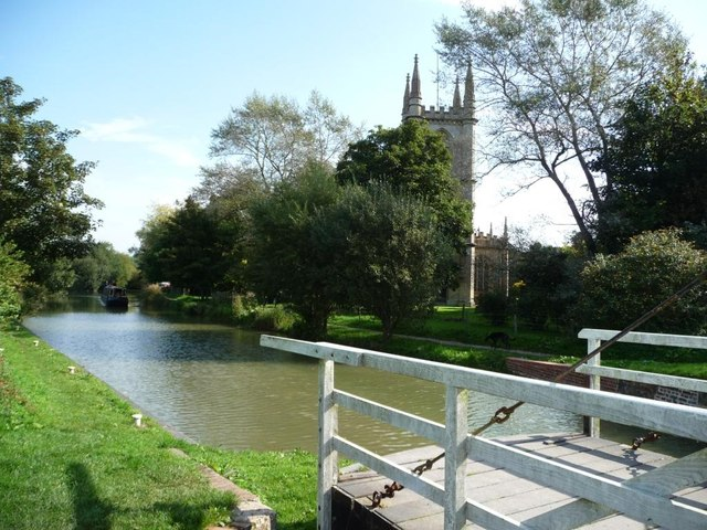 Hungerford church and its swingbridge
