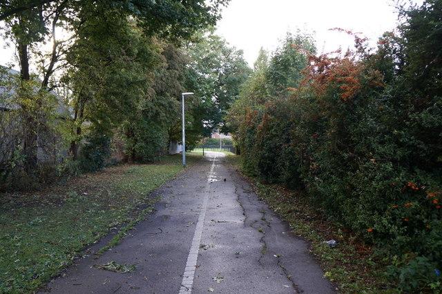 A path leading to Broadland Drive, Hull
