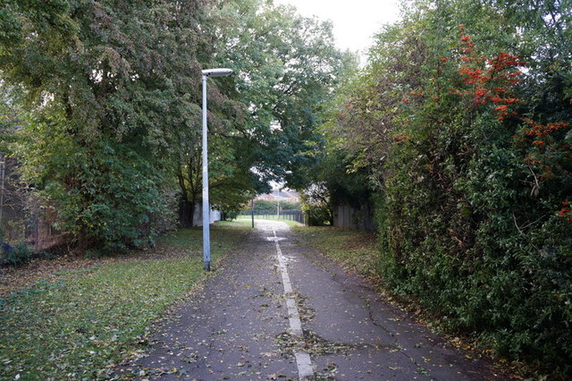 A path leading to Broadland Drive, Hull