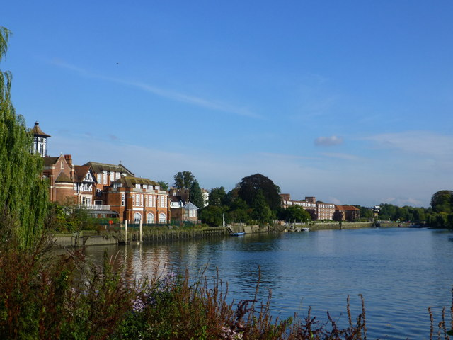 River Thames from footpath, Radnor Gardens