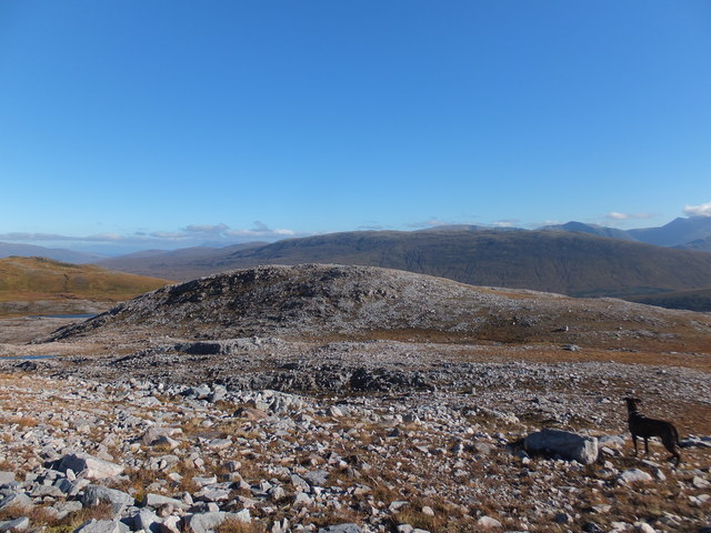 Rocky plateau to south west of Meall an Leathaid Mhòir