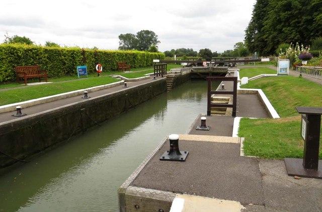 The lock chamber at Pinkhill Lock