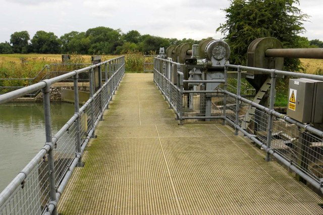 The Thames Path crosses the weir
