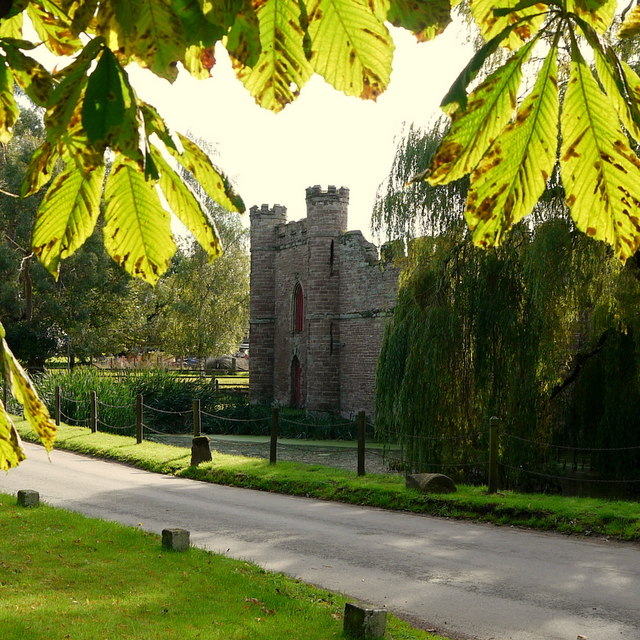 Autumn colour and Bollitree Castle