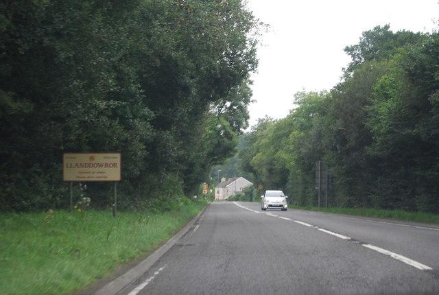 Entering Llanddowror, A477