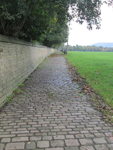 Footpath across Savile Park - Skircoat Moor Road