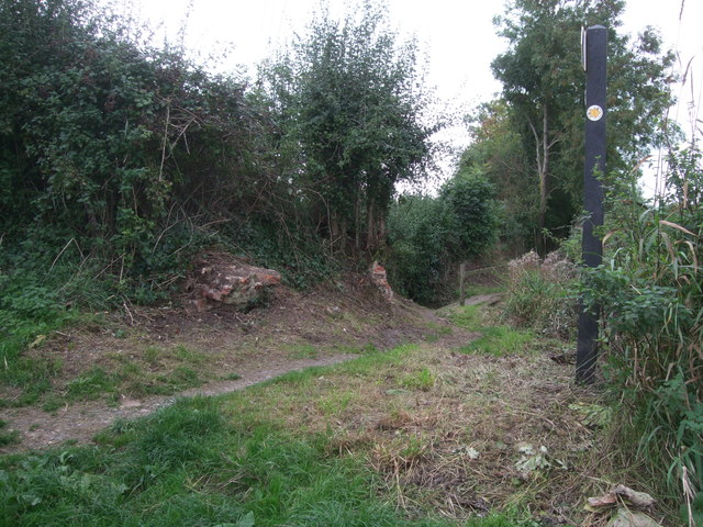 Remains of Woodshaw Bridge, Wilts & Berks Canal, near Royal Wootton Bassett