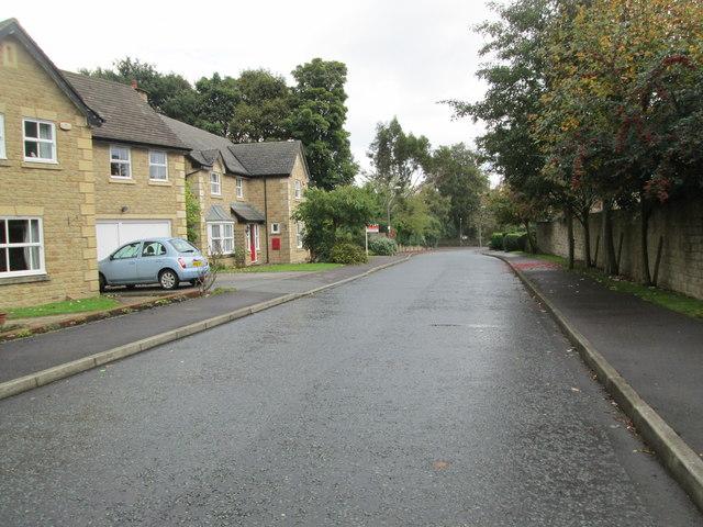 Wood End Close - looking towards Greenroyd Avenue