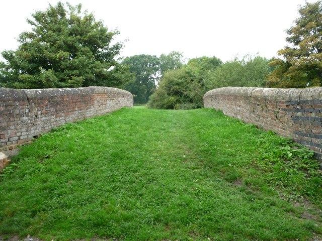 The crown of Heathy Close Bridge [no 107]