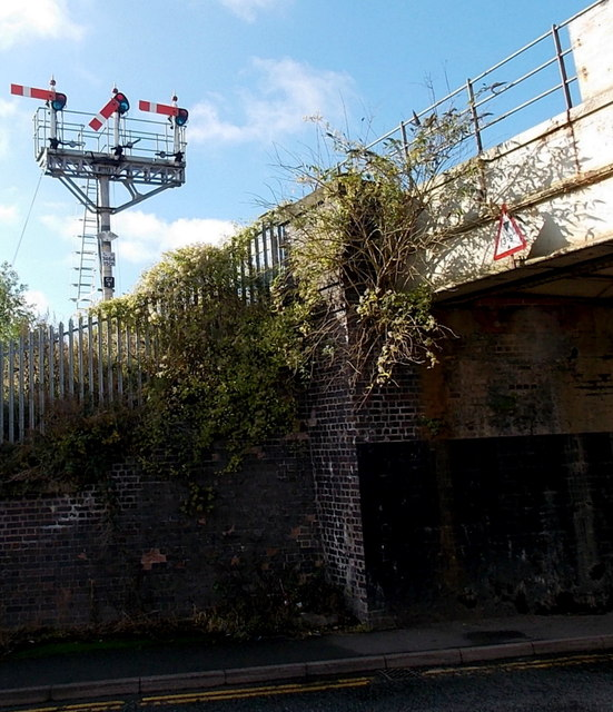 Three semaphore signals, Shrewsbury