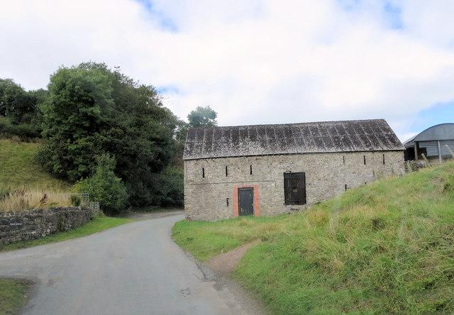 Un-named lane passes barn at Fron Uchaf