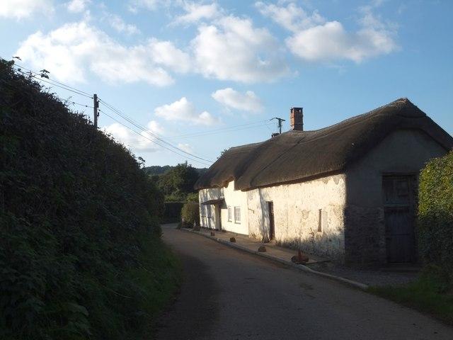 Thatched building near Little Rashleigh