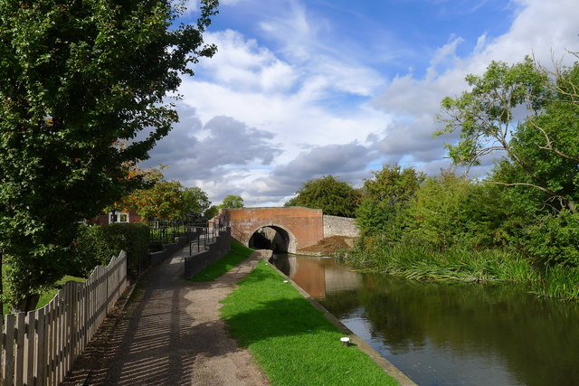Approaching Bridge 41 (Highground Bridge) on the Chesterfield Canal