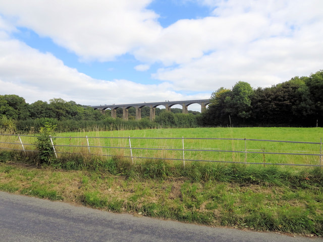 Grassland between B5434 and Pontcysyllte Aqueduct