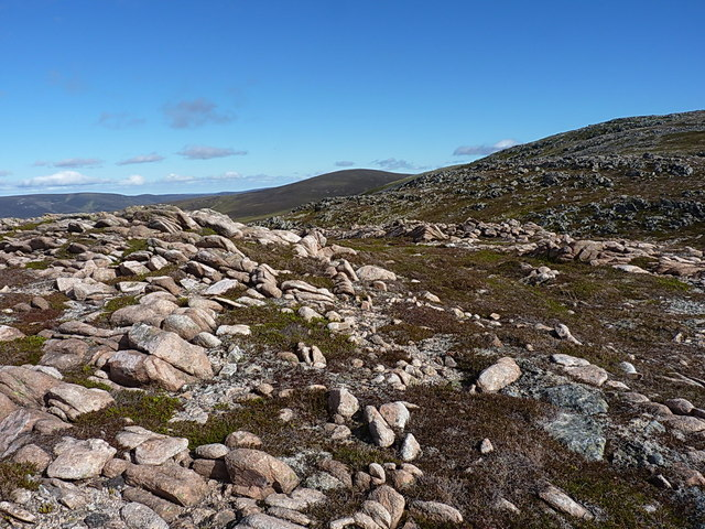 Granite boulders on the bealach