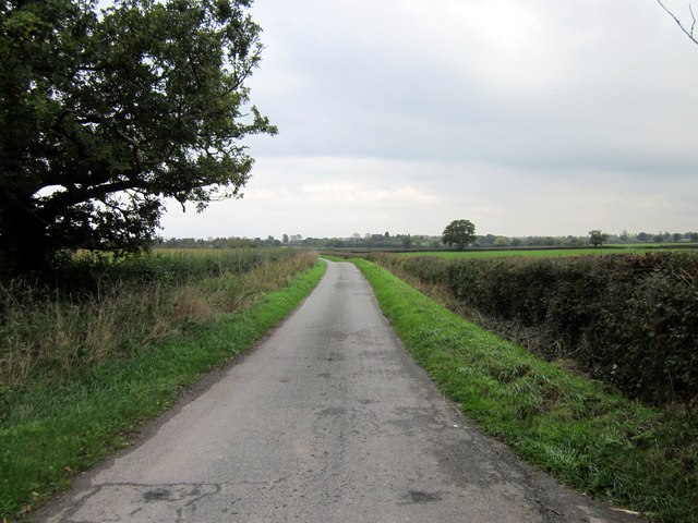 Lower Road approaching Holt