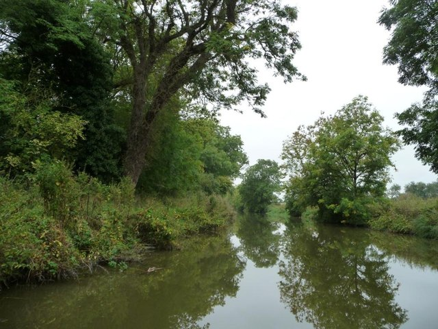 Kennet & Avon canal between bridges 111 and 110