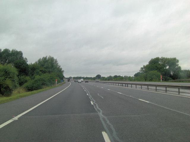 M40 northeast of Hogbrook Farm
