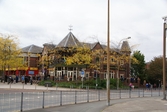 The Looking Glass, Warrington