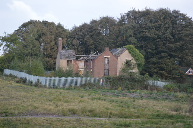 Ruined building near Chasewater
