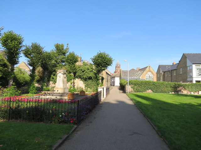 War  Memorial  and  path  from  church  to  High  Street