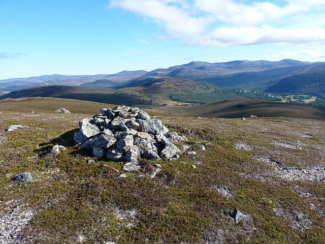 Meikle Elrick cairn - towards Lochnagar