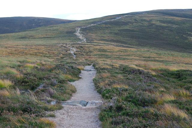 Footpath to Braemar