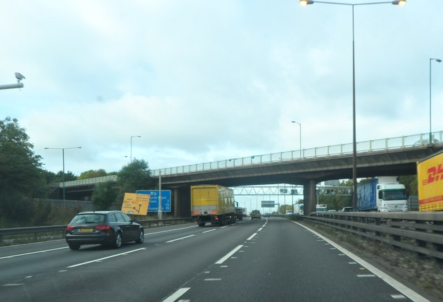 The B4118 crosses the M6