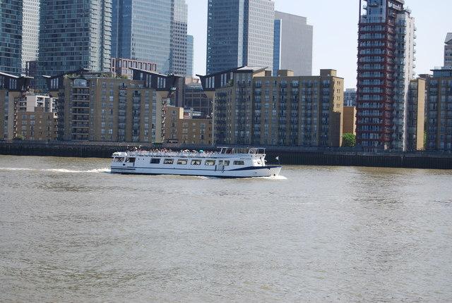 Cruise boat, Limehouse Reach