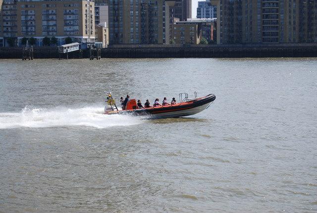 RNLI boat, Limehouse Reach
